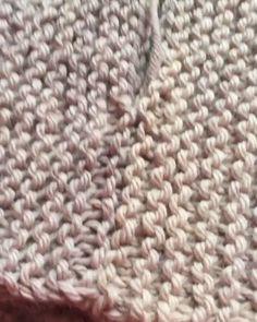 Seaming it up! - Seaming it up! Beginner Knitting Patterns, Knitting Machine Patterns, Knitting Stitches, Knitting Yarn, Hand Knitting, Crochet Patterns, Crochet Round, Knit Crochet, Crochet Humor