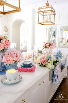 Southern Charm Inspired Spring Home Tour - Randi Garrett Design Decorating Tips, Decorating Your Home, Home Improvement Loans, Spring Home, Spring Style, Ginger Jars, Home Decor Inspiration, Decor Ideas, Home Decor Kitchen