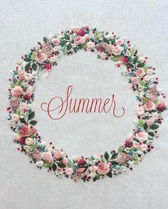 Добрый, мои дорогие! Уфф, лето отыгрывается в этом месяце за все предыдущие, жара дикая! Работа не работается совсем Но тем не менее моя вышивка для подушки готова, осталось сшить саму подушку, думаю, это будет романтично-провансно-шеббишное оформление, но это все потом, потом... А сейчас лежать под кондиционером)...