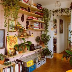 Indie Room Decor, Aesthetic Room Decor, Indie Living Room, Aesthetic Indie, Indie Dorm Room, Aesthetic Green, Quirky Decor, Plant Aesthetic, Aesthetic Style