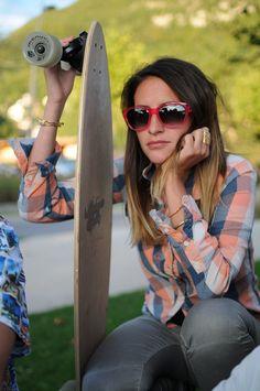 http://made-in-french.com/marques/milf   MILF Sunglasses est une ligne de lunettes et d'accessoires colorés de fabrication 100% Française.  Des lunettes de soleil pour la plage, le ski ou tous les jours comme accessoire de beauté. Design Paris très fun aux couleurs flashy tout en transparence et au look très attachant. Très sixties, conviennent aux soucieux du plus bel accessoire - Variante de 3 coloris (rose, rouge, jaune).  Montures 100% acétate de cellulose - Design Paris