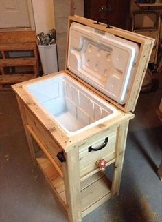 This cooler stand is completely made up of recycled wooden pallets. This pallet cooler stand is polished which is making it looking good. You will only need wooden pallets, holders and a chiller of any size of your requirement. So, go ahead and make this pallet cooler stand right now.