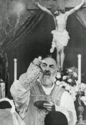 Padre Pio – *Messages-Prophéties-Par les Saints et les Prophètes Religion Catolica, Catholic Religion, Catholic Saints, Roman Catholic, Catholic Readings, Catholic Books, Catholic Prayers, Catholic Memes, St Pio Of Pietrelcina