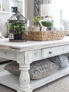 Awesome 80 Rustic Coffee Table Ideas https://decorapatio.com/2017/09/14/80-rustic-coffee-table-ideas/