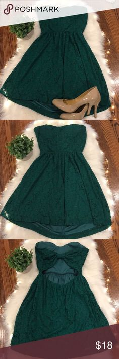 """Gorgeous Cocktail Dress Stretchy & strapless cocktail dress in festive green eyelet material by Windsor. High low. Open bow back. Just gorgeous. I can wear a L and this was too small & short for me. Measurements included  Bust 15"""" Waist 11"""" can stretch to 15"""" Front length from chest to hem is 26"""" Back from top to hem is 28"""" Windsor Dresses Strapless"""