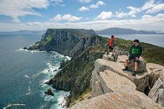 Three Capes Track ~ 4 Days / 3 Nights walk in Tasmania Cool Places To Visit, Places To Travel, Places To Go, Land Of Oz, Stunning View, Beautiful, The Ordinary, Trekking, Mtb