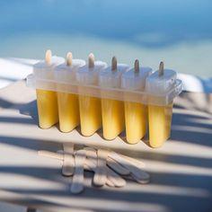 Lag is til barna!  Med litt saft og de fine isformene i plast fra @housedoctordk kan du glede barna med deilig saftis gjennom hele sommeren. I settet følger det med 100 trepinner.  Kr.99,-