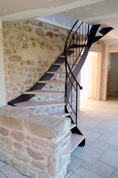 Escalier metal Stairs Architecture, Architecture Design, Home Room Design, House Design, Old Stone Houses, Metal Stairs, House Stairs, Metal Homes, Staircase Design
