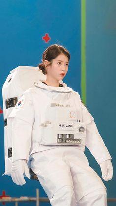 Korean Actresses, Korean Actors, Actors & Actresses, Girl Photo Poses, Girl Photos, Guys And Girls, Kpop Girls, Dramas, Warner Music