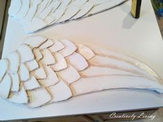 Beautiful Large Angel Wing Tutorial with paper mache and spray paint and rubbing on wood stain by Creatively Living Diy Angel Wings, Diy Wings, Wooden Angel Wings, Decoupage, Diy Angels, Craft Projects, Projects To Try, Craft Ideas, Angle Wings