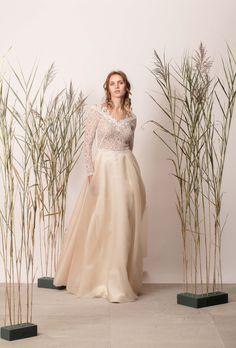 Rochie de mireasă a-line din mătase cu dantelă și mânecă lungă Lace Wedding, Wedding Dresses, Couture, Modern, Collection, Fashion, Bride Dresses, Moda, Bridal Gowns