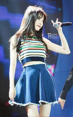 I love it when she has bangs in her hair. Korean Star, Korean Girl, Asian Girl, Kpop Girl Groups, Kpop Girls, Kpop Fashion, Korean Fashion, Cosmic Girl, Korean Celebrities