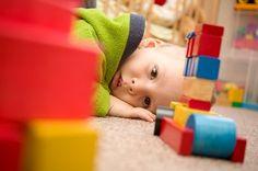 Bambini autistici: cerchiamo di capire chi sono
