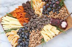Сырная тарелка: фото, состав, оформление Sweet Home, Plates, Cheese, Food, Cheese Platters, Licence Plates, Plate, Meal, House Beautiful