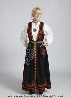 Vest-Telemarksbunad til dame - Bunadrosen AS Folk Costume, Costumes, Norwegian Clothing, People Of The World, Traditional Outfits, My Outfit, Norway, Scandinavian, Russia