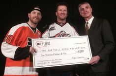Flyers honor Blue Jackets' Scott Hartnell for game, fans respond with standing ovation Scott Hartnell, Standing Ovation, All Team, Play 1, Philadelphia Flyers, Bullying, Letting Go, Hockey, Lets Go