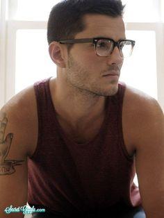 40 Cool Men's Looks Wearing Glasses