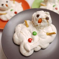 Melted Meringue Snowman Christmas  holiday food desserts