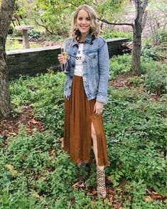 Double slit midi skirt, denim jacket and leopard boots. Fall Fashion Outfits, Fall Fashion Trends, Work Fashion, Casual Outfits, Fashion Tips, Fashion Bloggers, Fall Skirts, Brown Dress, Midi Skirt