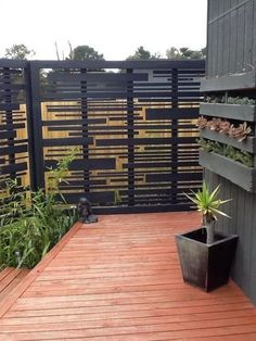 Inexpensive Diy Backyard Privacy Fence Design Ideas On A Budget Backyard Pergola, Pergola Shade, Backyard Landscaping, Patio Fence, Cheap Pergola, Outdoor Rooms, Outdoor Walls, Privacy Fence Designs, Privacy Screen Outdoor