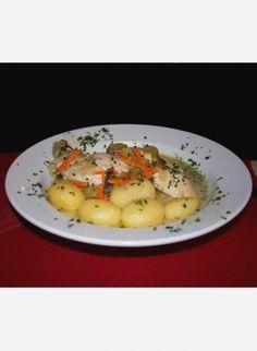 Le waterzooï fait partie des spécialités culinaires des Flandres. Ce plat unique est une sorte de ragoût, à base de légumes et de poisson ou de poulet, le tout nappé d'une sauce onctueuse à la crème. Nous vous proposons de découvrir la recette du waterzooi de poisson à la gantoise, c'est-à-dire à la mode de Gand en Belgique. par Audrey