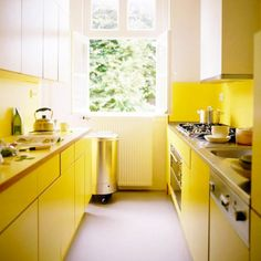 Colors for Small Kitchens - You should be aware of the size of your kitchen, whether it is large or small size, the color you want to match the rest of the furniture Kitchen Hood Design, Kitchen Hoods, Kitchen Cabinet Design, Kitchen Decor, Kitchen Cabinets, Kitchen Ideas, Retro Stil, Small Cabinet, Modern Colors