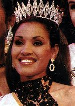Peggy sue Kumalo, the 1996 Miss South Africa Beauty Pagent Winner. The History of Miss South Africa Beautiful Inside And Out, Most Beautiful, Miss World, Beauty Pageant, African History, Beauty Queens, Role Models, South Africa, The Past