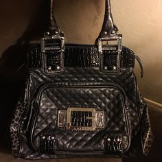 Large black Guess purse Used and very useful!! I Graduated to MK ☺️ Guess Bags Shoulder Bags