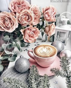 41 Best Ideas For Photography Coffee Cafe Cappuccinos Coffee Break, Morning Coffee, Flatlay Instagram, Coffee Photography, Photography Flowers, Latte Art, Coffee Cafe, Coffee Pods, Pink Christmas