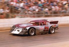 Tony Valente of Maxwell shows his open comp style in his #71 Coors Light Special. Valente has more than 250 career wins to his credit. Bakersfield Speedway.