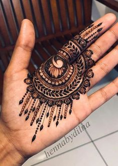 Simple Mehndi Designs Fingers, Palm Henna Designs, Pretty Henna Designs, Palm Mehndi Design, Indian Henna Designs, Henna Tattoo Designs Simple, Basic Mehndi Designs, Finger Henna Designs, Latest Bridal Mehndi Designs