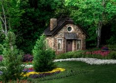it's an actual cottage! see, i was serious about the cottage thing. Small Cottage House Plans, Small Cottage Homes, Cute Cottage, Cottage In The Woods, Cottage Style, Tiny Homes, Stone Cottage Homes, Cottage Image, Dream Homes