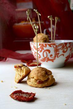 biscotti salati al pomodoro secco, timo e philadelphia