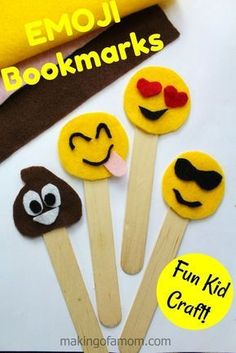 Emojis have been a pretty popular thing for a while now, but with the Emoji Movie their popularity i Arts And Crafts For Teens, Fun Crafts For Kids, Crafts To Make, Craft Kids, Emoji Bookmarks, Bookmarks Kids, Easy Felt Crafts, Craft Stick Crafts, Emoji Craft