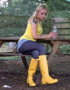 Yellow Rain Boots, Wellies Rain Boots, Hunter Rain Boots, Hunter Wellington Boots, Ladies Wellies, Blue Tights, Rainy Day Fashion, Leggings, Rain Wear