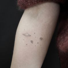 Tattoo-Trends Die beliebtesten Tattoo-Motive 2020 : Fotoalbum - gofeminin If you are a laser Little Tattoos, Mini Tattoos, Body Art Tattoos, New Tattoos, Small Tattoos, Tatoos, Sleeve Tattoos, Astronomy Tattoo, Tattoo Band