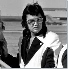 Elvis Presley: Leaving Cincinnati, OH on March 22, 1976 after two shows there on March 21, 1976