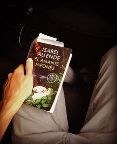 """La historia de amor entre la joven Alma Belasco y el jardinero japonés Ichimei conduce al lector por un recorrido a través de diversos escenarios que van desde la Polonia de la Segunda Guerra Mundial hasta el San Francisco de nuestros días. """"El amante Japonés"""" escrito por Isabel Allende  #CulturaColectivaLetras #letras #libro #booklover #love #instabooks #PinCCLetras #CulturaColectiva"""