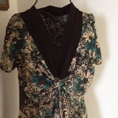 """Susan Lawrence dressy short sleeve beige print top Stretchy top with knot gathered detail under the black v- neckline. Beige with print design. Only worn once or twice. Length is approx. 25"""". Susan Lawrence Tops"""