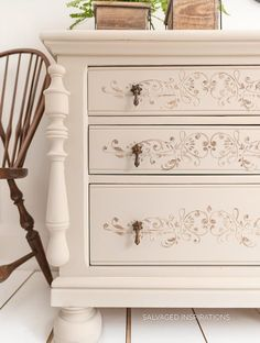 How To Apply Stencil Texture to Painted Furniture - Salvaged Inspirations Chalk Paint Furniture, Furniture Projects, Diy Furniture, Furniture Design, Chalk Painted Dressers, Coaster Furniture, Diy Projects, Refurbished Furniture, Repurposed Furniture