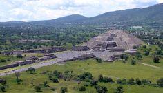 La zona Arqueológica de Teotihuacan, se encuentran al noreste del valle de México, en el Estado de México