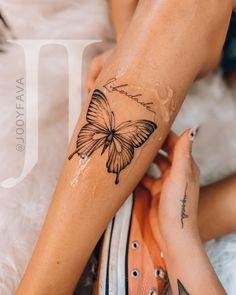 Dope Tattoos, Diskrete Tattoos, Badass Tattoos, Body Art Tattoos, Tatoos, Wrist Tattoo Cover Up, Butterfly Wrist Tattoo, Butterfly Tattoo Designs, Cover Up Tattoos