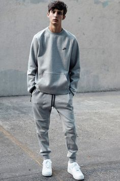 Nike Retro Style Simple Yet Cool In 2019 Nike Outfits How To Wear The Nineties Trend Today Fashionbeans Fashion For Men How To Get The Style The Trend 35 Best Costumes Diy Men Street, Street Wear, Nike Retro, Sweatpants Outfit, Nike Sweatpants, Sweat Pants, Guys In Grey Sweatpants, Jogger Pants Outfit, Sweatshirt Outfit