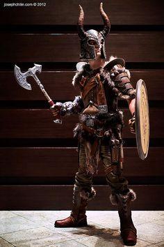 超クオリティなSkyrim装備のレプリカ製作を進めるVolpin氏の新作「鋼鉄の片手斧」が完成、完全武装コスプレも « doope! 国内外のゲーム情報総合サイト    (via http://doope.jp/2012/1125221.html )