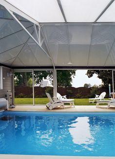 Véranda pour piscine blanc avec toit couvrant