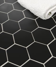 Hexagonal wall or floor in a bathroom or kitchen Wc Bathroom, Bathroom Floor Tiles, Bathroom Toilets, Laundry In Bathroom, Bathroom Inspo, Bathroom Inspiration, Tile Floor, Bathrooms, Scandinavian Style