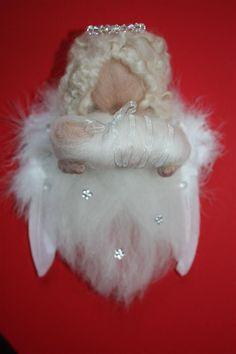 Kerst Editie Aarde engel Ezekiël Haar thema gaat over lichamelijke en geestelijke groei. Ze is naar huis met een boodschap over 2013