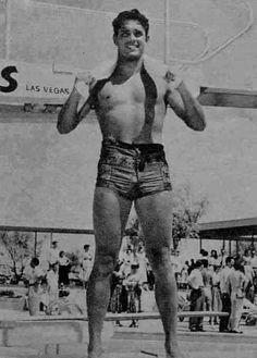 what a fine physique Hollywood Men, Vintage Hollywood, Classic Hollywood, Vintage Photographs, Vintage Photos, Jeffrey Hunter, Action Movie Stars, Photos Originales, Vintage Swimsuits