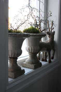 Urns—one of my fav things❣ The upcycled reindeer are adorable too❣❣