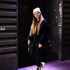 NOTYET pelas ruas de Londres! 🇬🇧 💂♂️ @diannateixeira Bomber Jacket, Winter Jackets, Community, Fashion, The Streets, London, Winter Coats, Moda, Fashion Styles